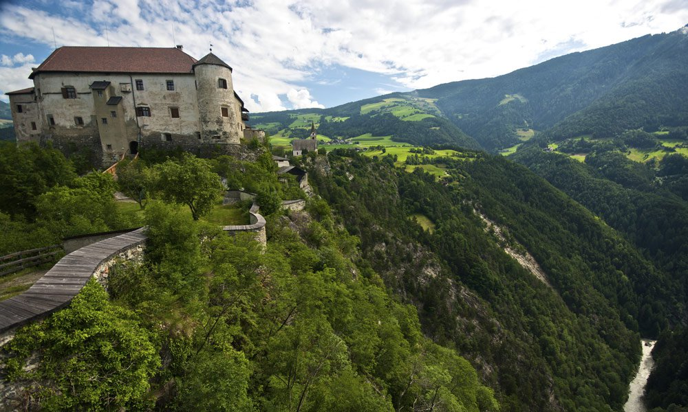 The Rodenegg Castle: to be reached in a few minutes from the Hotel Kaserhof