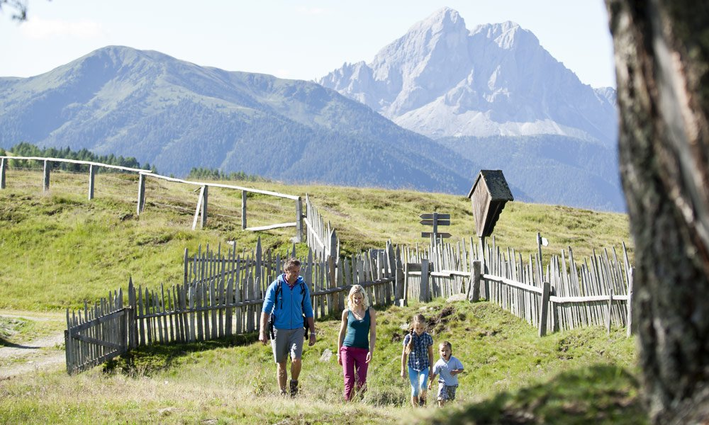 Hiking in Vals: from hikes on themed trails to a family hike